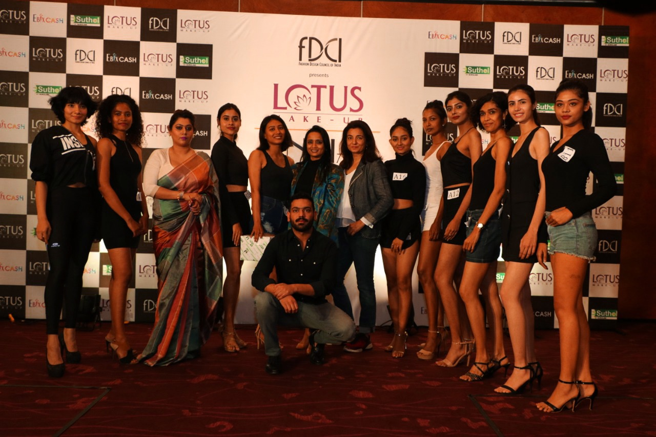 1580982854_news_4. Shortlisted models with jury panel.jpeg